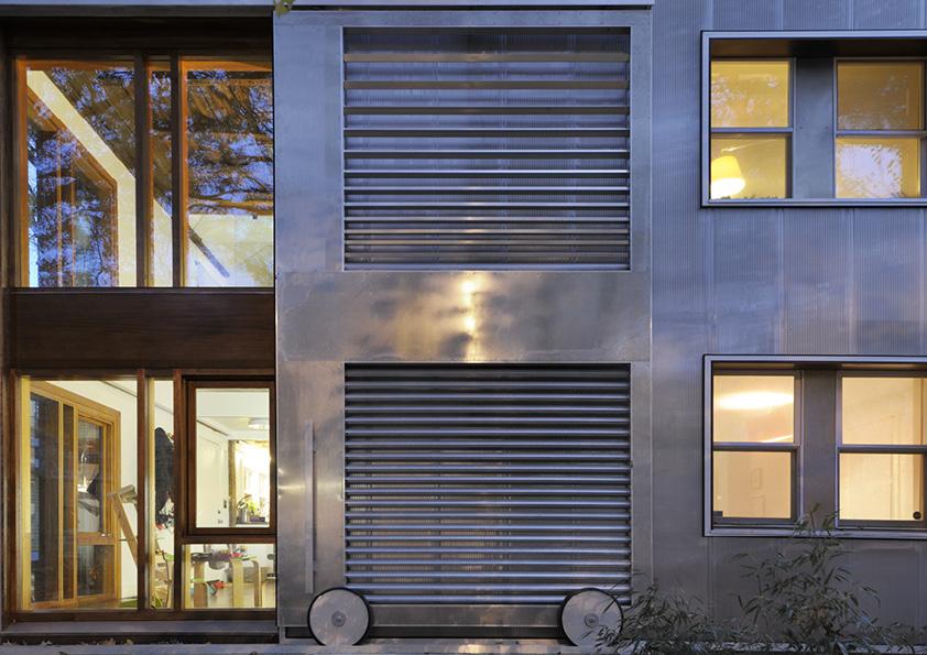 DAR_Architettura -Urban-House-with-Big-Window_10