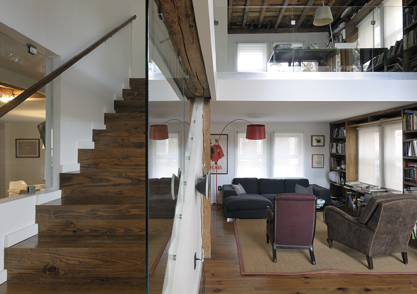 DAR_Architettura -Urban-House-with-Big-Window_12