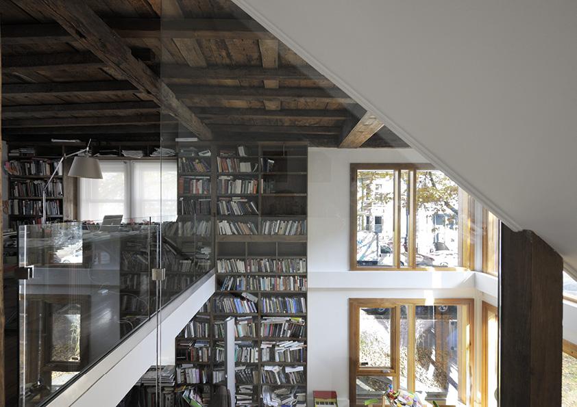 DAR_Architettura -Urban-House-with-Big-Window_3