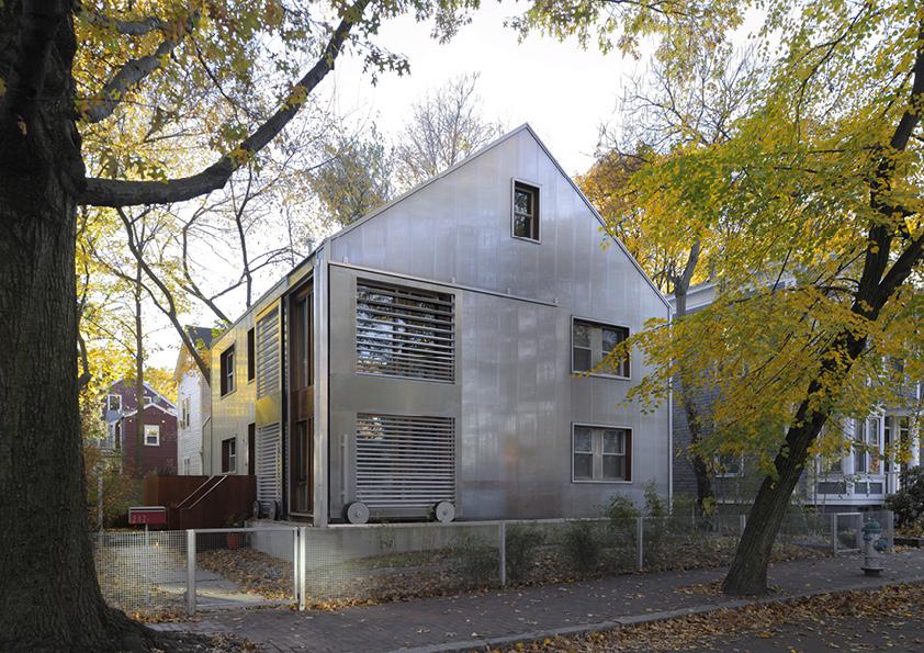 DAR_Architettura -Urban-House-with-Big-Window_5